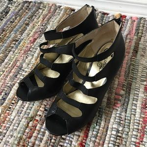 - Seychelles black strappy heels 6 witchy